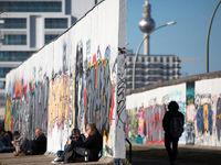 دیوار برلین همچنان پابرجاست