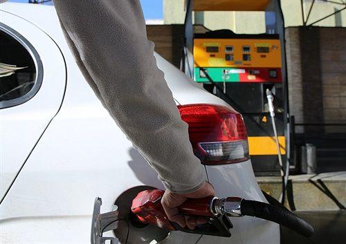 چارهای جز ثابت نگه داشتن قیمت بنزین نیست
