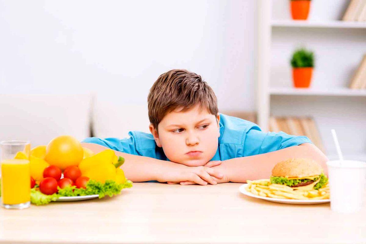 اضافه وزن در کمین کودکان ایرانی +اینفوگرافیک