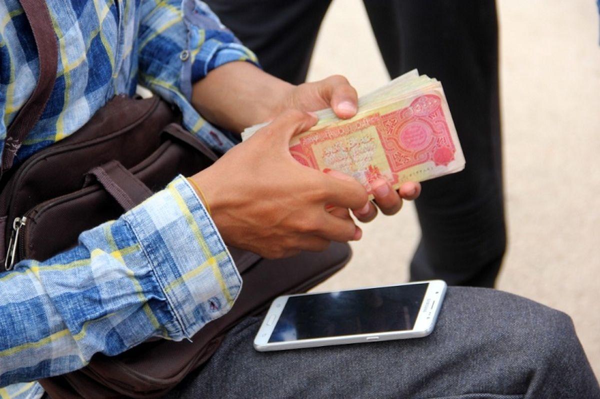 فروش دینار عراقی با قیمت آزاد 125 هزار ریال در مرز چذابه
