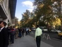 تجمع تعدادی از رانندگان مینیبوس در مقابل شورای شهر تهران