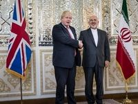 لندن: ظریف و جانسون گفتگوئی «صریح» با یکدیگر داشتند