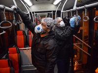 ضدعفونی کردن اتوبوسهای BRT برای پیشگیری از ابتلا به ویروس کرونا +عکس