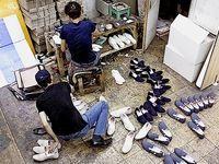 چرا کارخانجات زیر بار تعطیلی کارگران نمیروند؟