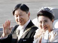 امپراتور و ملکه ژاپن در رژه تکیه زدن به تخت سلطنت +عکس