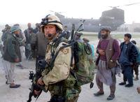 تحویل دادن کودک افغان به دست سرباز آمریکایى + فیلم