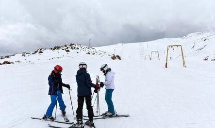 تفریحات زمستانه در پیست پولادکف فارس
