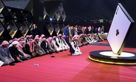 ورق بازی زنان عربستانی در کنار مردان برای اولین بار +عکس