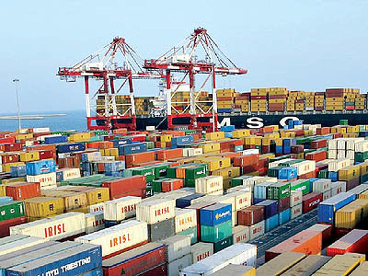 تعدیل نرخ ارز به نفع صادرات است/ لزوم بهرهگیری بهتر دولت از ابزارهای توسعه صادراتی