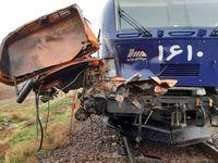 برخورد کامیون با قطار تهران-رشت و جان باختن راننده