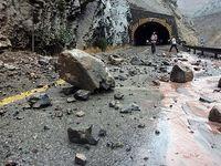 مرگ یک نفر بر اثر ریزش سنگ در جاده +عکس