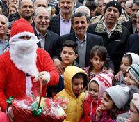 عکس یادگاری احمدینژاد با بابانوئل