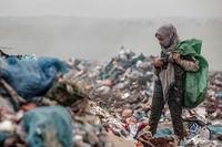 کودکانی که زیر بار زبالهها خرد میشوند