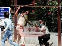 برخورد پلیس هند با مردم برای جلوگیری از شیوع کرونا +عکس