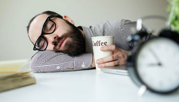 علت خوابآلودگی بهاری چیست؟