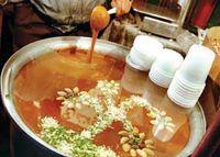 پخت سمنو نذری در روز عاشورا +عکس