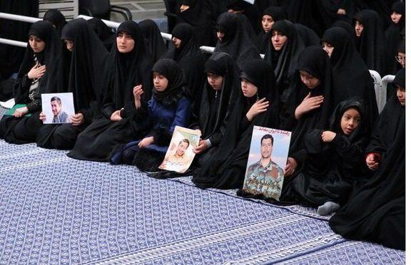 دختر سردار سلیمانی در محضر رهبر انقلاب +عکس