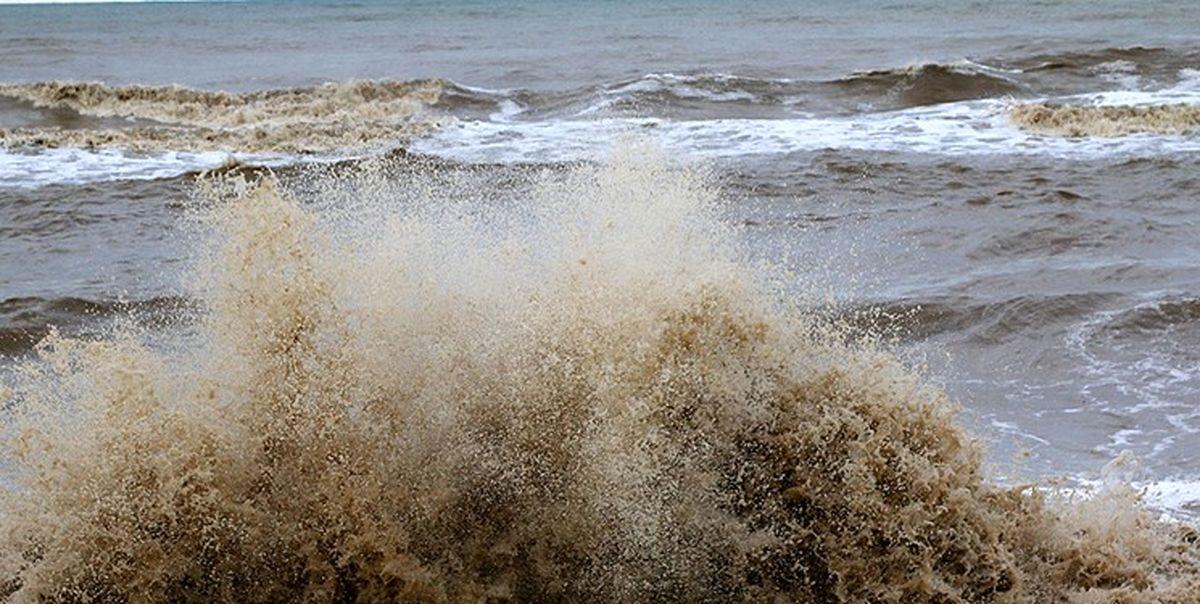 موجهای 3متری در دریای عمان