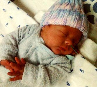 زنده ماندن بچهای که 6 ماهه بدنیا آمد+عکس