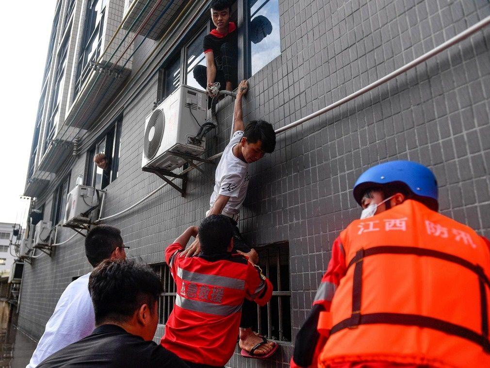 چین را آب برد؛ ۷نفر کشته شدند ۱۸نفر مفقود