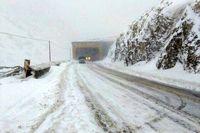 تداوم بارش برف و باران در جادههای ۱۳استان