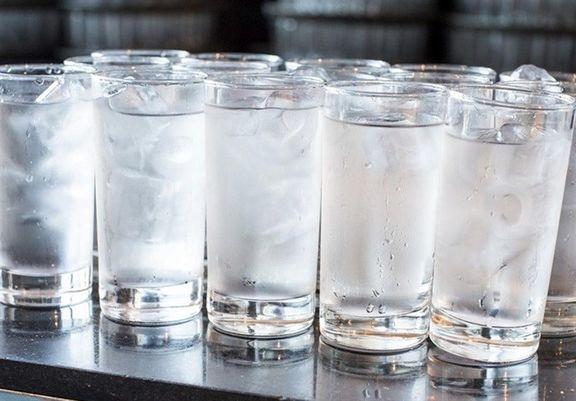 """مضرات نوشیدن """"آب یخ"""" از زبان ابن سینا"""