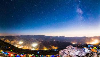 جشن اتریشیها روی قله دماوند