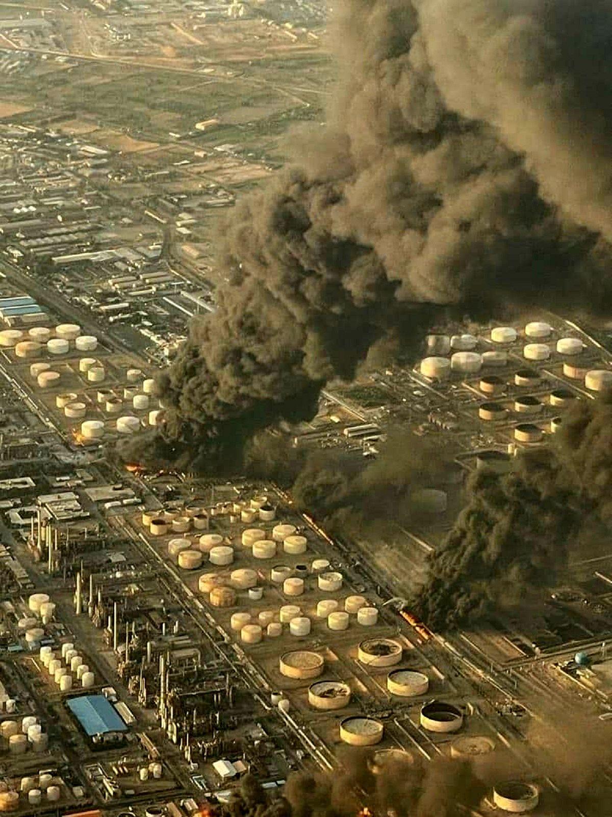 عکس هوایی از  آتشسوزی پالایشگاه نفت تهران