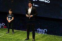 اهدای مدال قهرمانی بیرانوند به فرزندانش