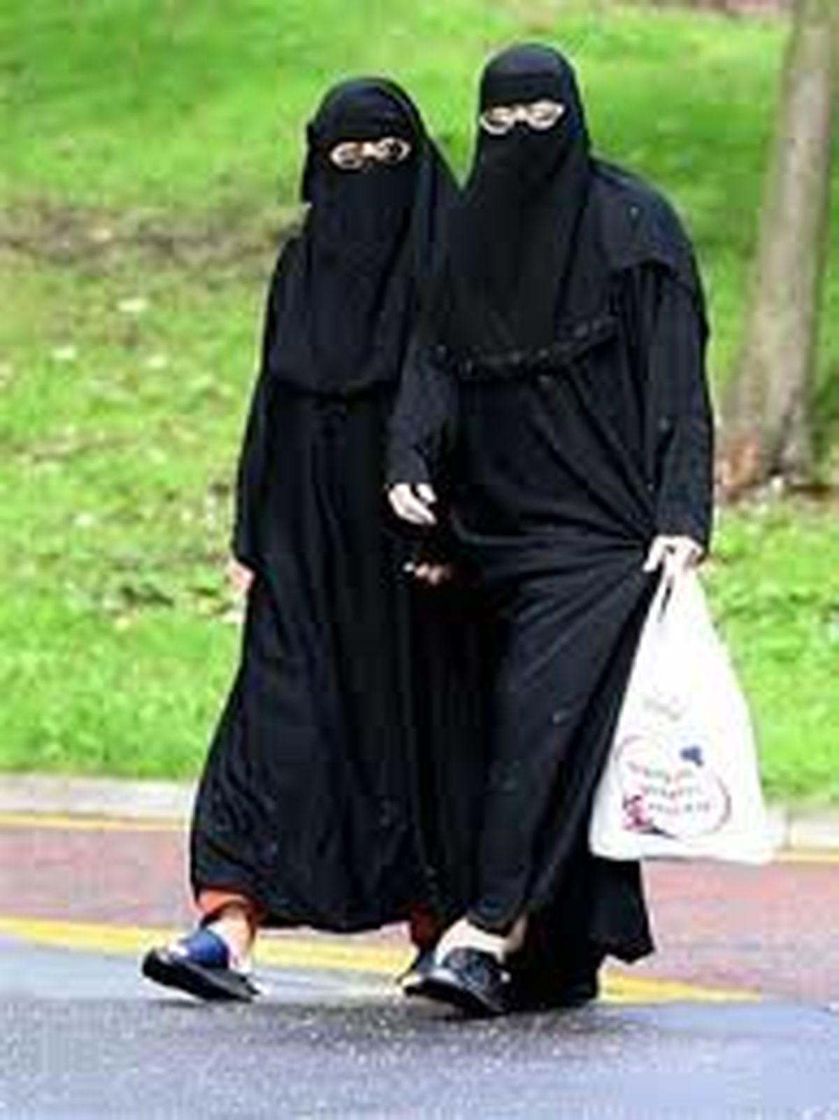 محکومیت فرانسه به جرم بدرفتاری با دو زن مسلمان