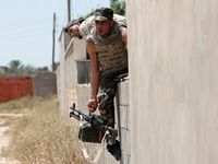 حمله نظامیان مخالف به پایتخت لیبی +تصاویر
