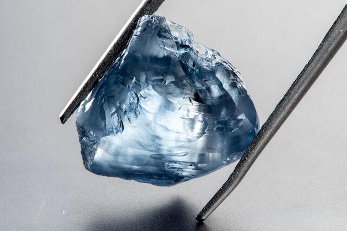 کشف الماس رنگی ۱۲۰میلیون ساله +عکس