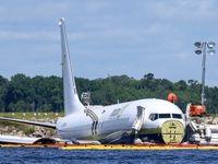 سقوط هواپیما به داخل رودخانه در آمریکا +تصاویر