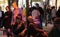 تجمع فروشندگان کیف و کفش در خیابان سپهسالار