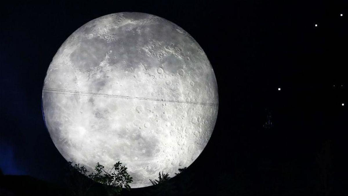 چرا ماه در آسمان صورت عوض میکند؟