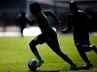 بیهوش شدن دختران فوتبالیست به خاطر گرما