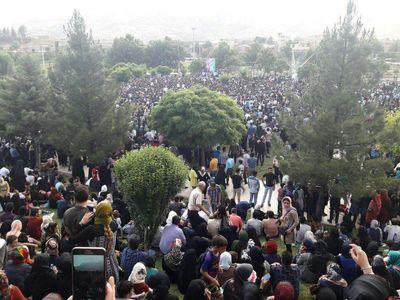 جشن پیروزی روحانی در #انتخابات۹۶، دریاچه کیو خرمآباد +عکس