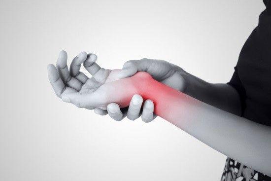 شکستگی مچ دست: درمان با دارو، آتل و گچ، فیزیوتراپی، جراحی