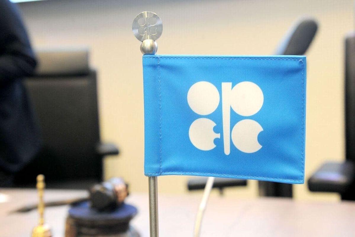 موفقیت اوپک و غیراوپک در تلاش برای کاهش ذخیرهسازیهای نفت