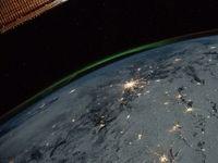 زمین و شفق قطبی در یک قاب +عکس