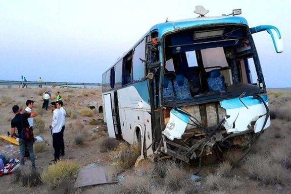 ۱کشته و ۱۷مصدوم در برخورد اتوبوس با کامیون