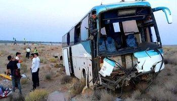 ۳۶مصدوم در تصادف اتوبوس با کامیون