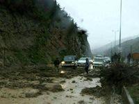 ریزش کوه در جاده شمال جان راننده مزدا۳ را گرفت +عکس
