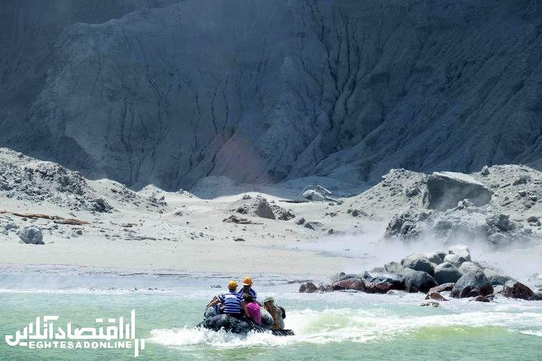 Bodies retrieved from New Zealand volcanic island (فوران آتشفشان نیوزلند)