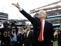 تمسخر سکه انداختن ترامپ توسط آمریکاییها +عکس