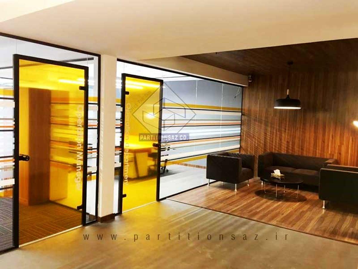 مزایای نصب پارتیشن شیشه ای فریم لس در محیط های اداری