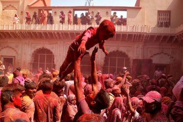 غوغای رنگها در جشنواره عجیب هندیها