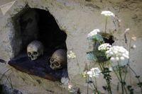 روستای مخوف که در آن مردگان زندگی میکنند +تصاویر