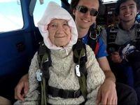 مادربزرگ ۱۰۲ ساله؛ پیرترین سقوط کننده آزاد +فیلم