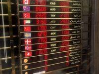 دلار بعد از ورود رییس بانک مرکزى به بازار ارزان شد/ پیشبینى صرافان: کاهش بیشتر نرخ